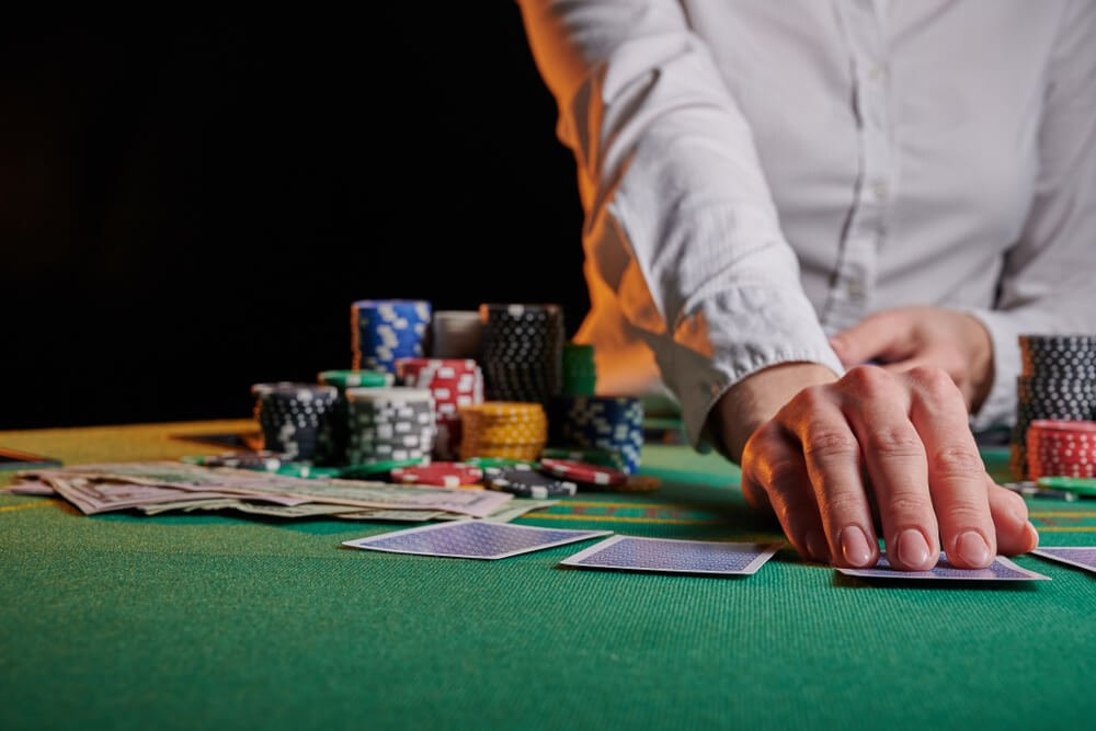 How to Maximize Wins Playing Blackjack Online
