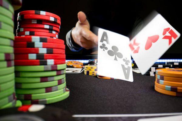 لعبة البوكر على الأنترنت