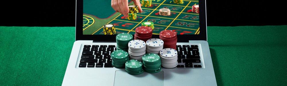 القائمون على Casino Com